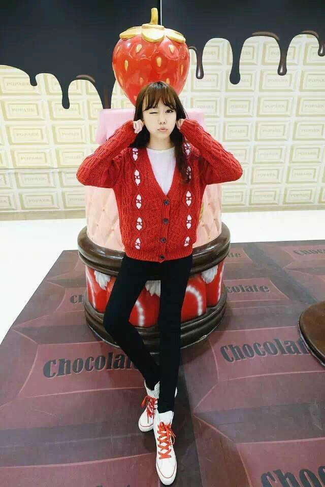 第5款:复古大红粗线开衫毛衣