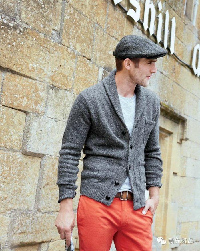 灰色男士棒针绅士开衫毛衣,马丁靴、鸭舌帽搭配出英伦风