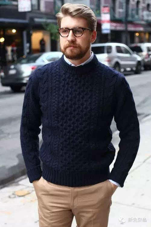 低调色系优雅深蓝棒针男士套头毛衣