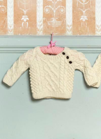 婴幼儿棒针斜襟开扣套头阿兰毛衣