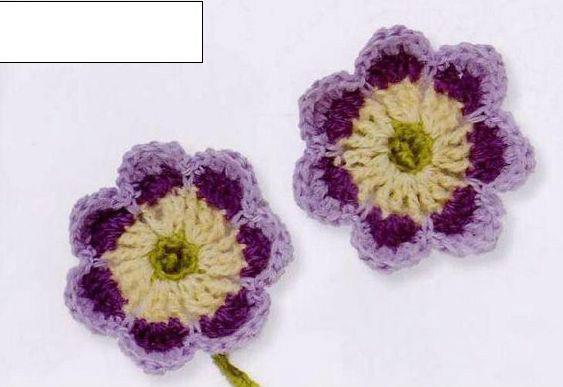 几种颜色组合而成的立体花朵