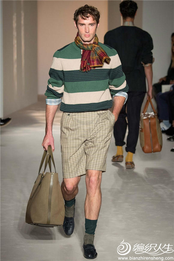 男士绿色条纹圆领毛衣