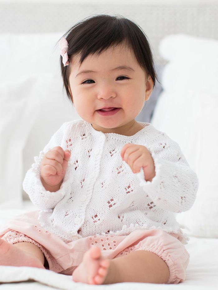 Jessica宝宝棒针镂空花圆领小开衫