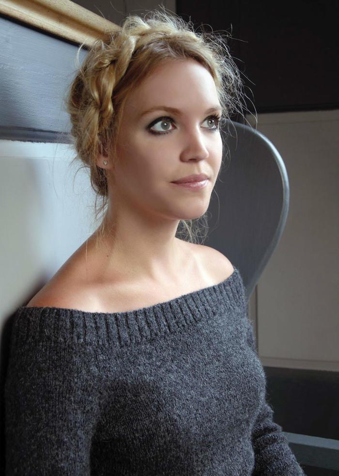 Jess女士优雅棒针大圆领修身毛衣
