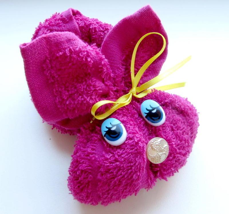 玫红色粉红毛巾兔