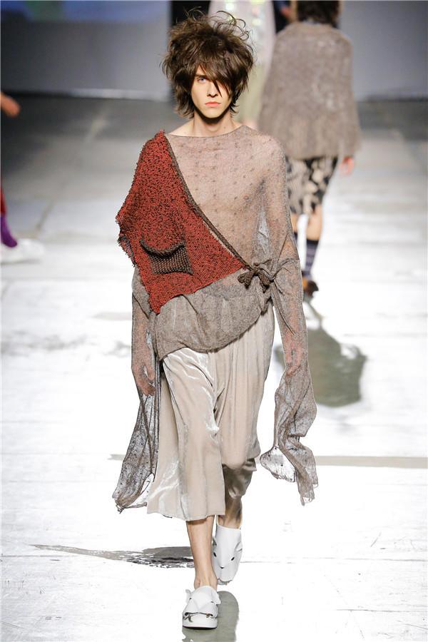 男装时装搭配_毛线编织的朋克风服饰 2017时装周另类编织服装-编织人生