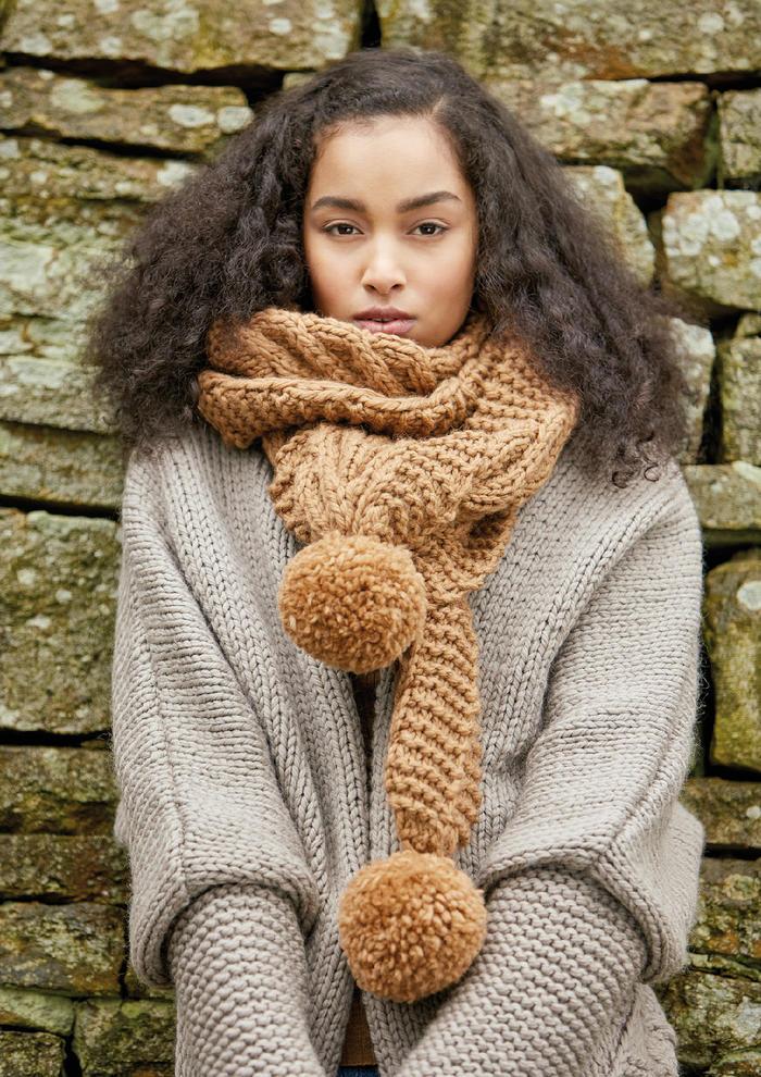 Farnley(Emma Wright)粗针织绒球麻花搓板针超大围巾