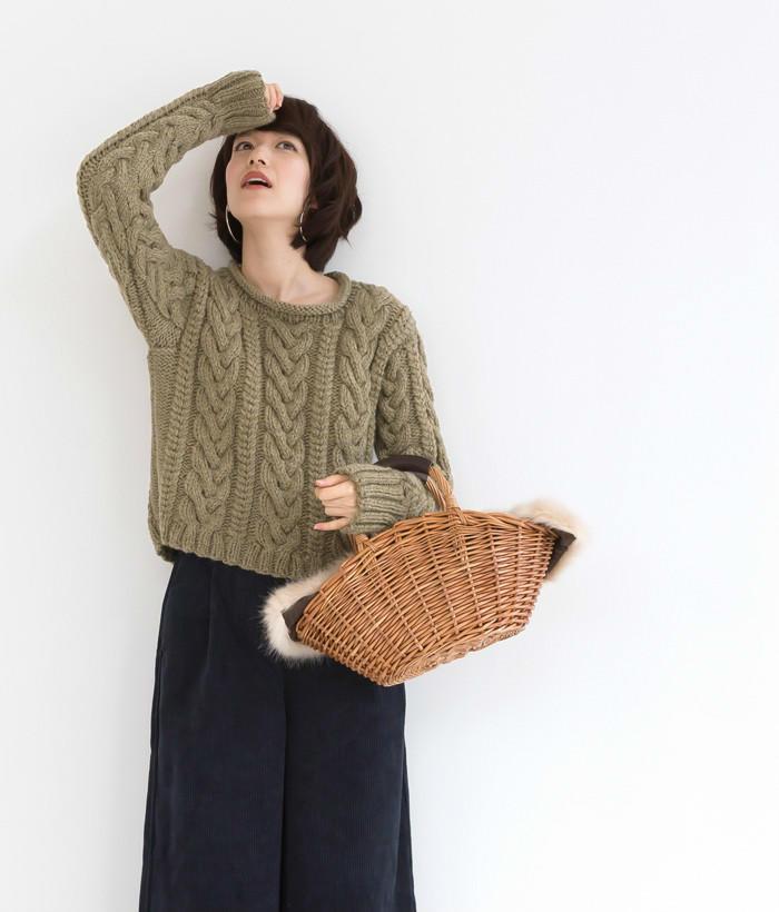 粗针粗线织卷边领毛衣