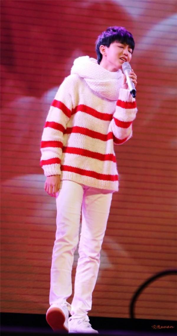 红白条纹男生棒针毛衣