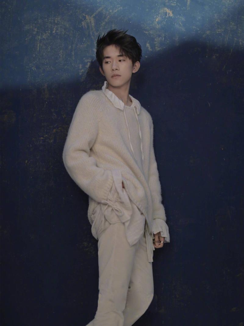 男生棒针米色毛衣