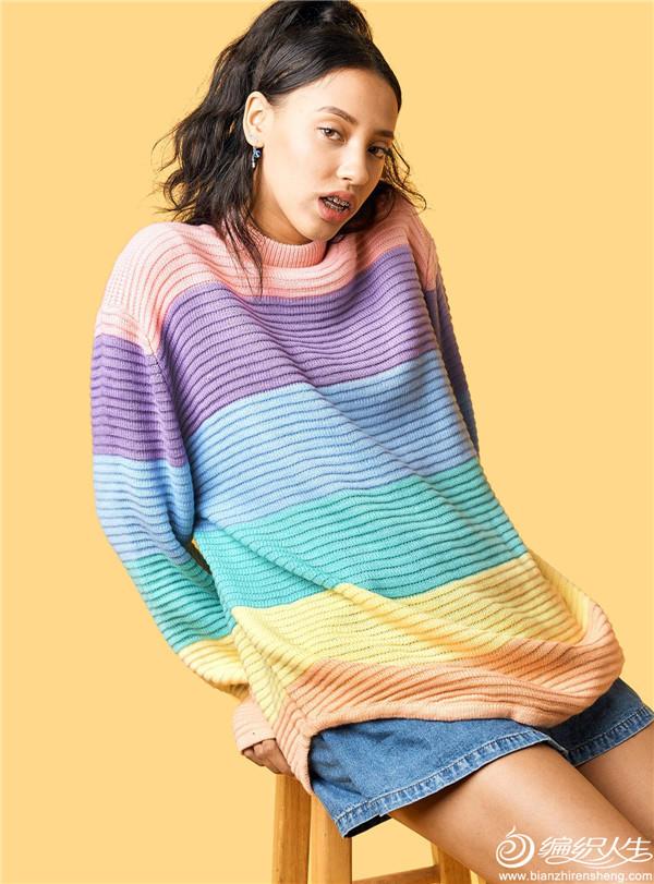 淺色彩虹毛衣