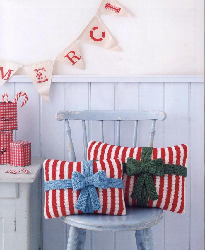 毛线编织圣诞主题礼包造型抱枕