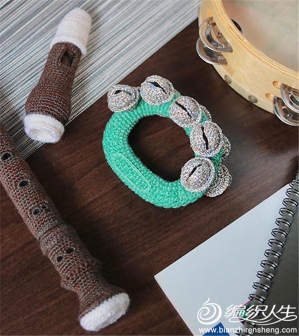 编织师钩编乐器