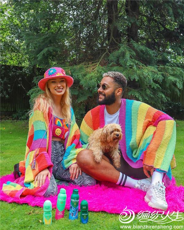 彩虹色钩针开衫FLUFFY创办人Lulu与Bailey夫妻