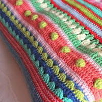 10余款彩色条纹毯 简单针法与绚丽色彩的搭配