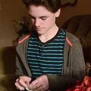美国13岁编织达人伊恩的编织故事 编织要从娃娃抓起