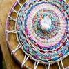零线和呼啦圈成就的手工编织地毯