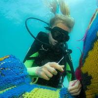 钩针艺术家Olek不断超越 最新环保项目潜入墨西哥水下