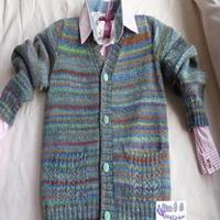 灰底彩纹棒针编织男童有口袋开衫