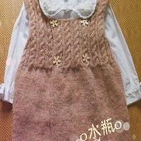 小萝莉的棒针编织背心裙