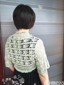 一片对折钩针编织袖子披肩式开衫
