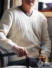 不对称花纹V领棒针编织男士毛衣