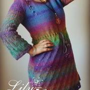 彩虹段棒针编织长袖圆领连衣裙