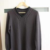 简洁小V领棒针编织男士羊毛衫