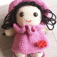 钩编玩偶娃娃 可爱戴帽的小女孩