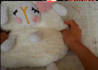 宝宝钩针绒线可爱小绵羊背包