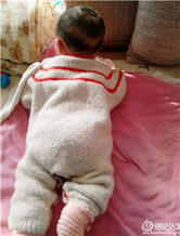 舒适的婴儿圈圈线棒针连体衣