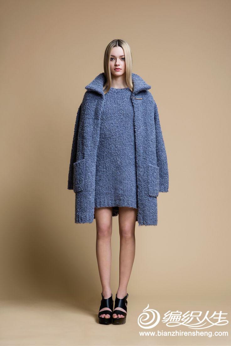 编织的毛线裙和大衣,保暖性极佳,编织的速度也是飞快异常,a型款毛衣