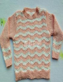 为福利院孩子编织的凤尾花粉白毛衣