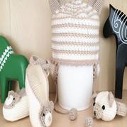 钩针编织泰迪熊饰物三件套(毛线鞋、帽子、腕套)