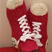 一款有趣、钩法简单的创意球鞋式地板袜