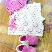 粉色宝宝套装 钩针宝宝马夹帽子鞋子三件套