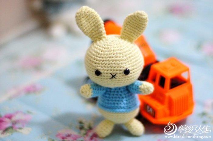 钩针兔子玩偶