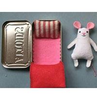 铁盒子里的宠物床创意手工