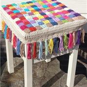 钩针编织与编结结合流苏方凳套