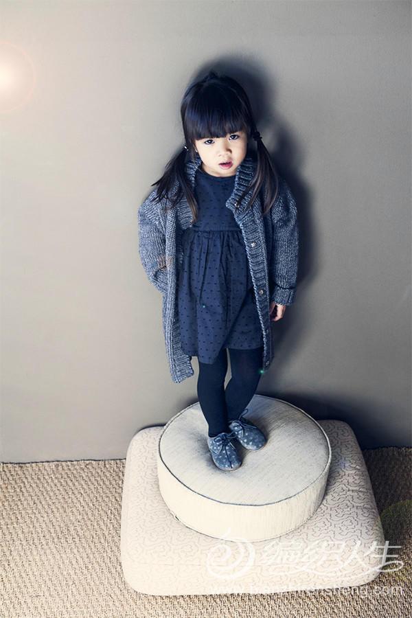 灰色女童毛衣