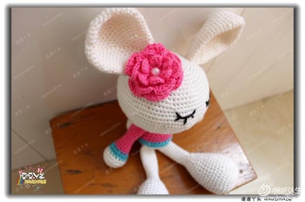 一眼就被这只非常可爱的立体花朵长腿小兔子给吸引