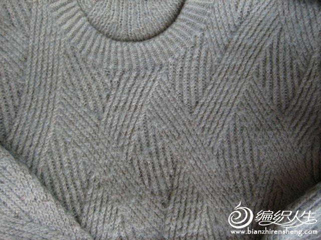 典大方似简实繁花样的棒针男士圆领毛衣