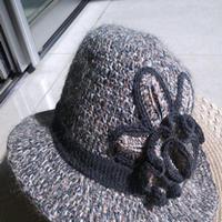 漂亮钩针编织花朵灰黑宽檐女帽