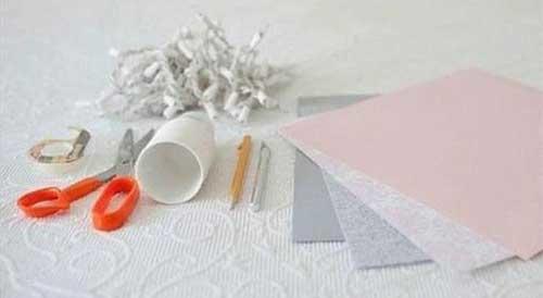 编织资讯 手工diy 一次性纸杯diy制作彩灯条       step1 材料:一串彩