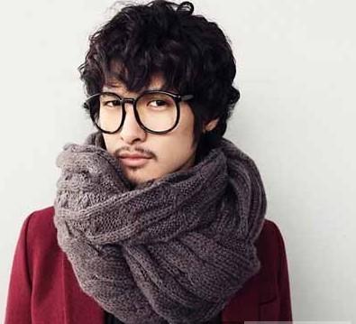 2011男士围巾编织搭配 打造时尚型男风尚