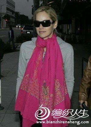 2011明星秀时尚潮流围巾搭配图片