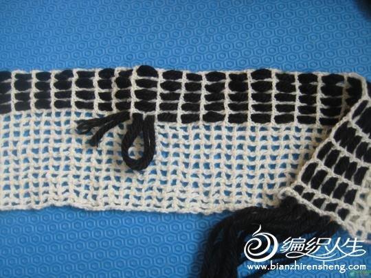 用粗毛线和细毛线制作格子围巾的分解图