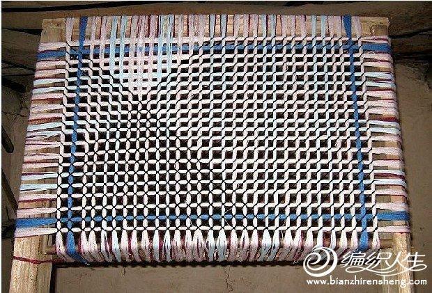 旧物利用之用旧毛衣编织毯子的DIY过程