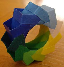 折纸花环教程之平面纸环的详细制作图解图片