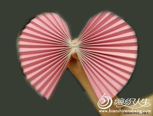 手工小制作 漂亮的心型折纸扇子制作教程